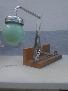 lampara reciclaje .escuadra, madera , tulipa cristal y ducha