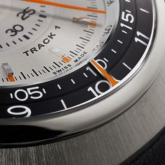Singer Track 1 Launch Edition, a radical focus on legibility through the centralized display of all the chronograph functions thanks to a revolutionary movement. Singer Vehicle Design, Porsche 911 S, Elapsed Time, Retro Design, Automatic Watch, Calf Leather, Chronograph, Track, Product Launch