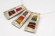 Marina y Marcela Pascual diseñan joyería artesanal y dan talleres de orfebrería en Mendoza, donde están instaladas. Recientemente participaron de la Feria Puro Diseño y ahora están exponiendo en el Museo Killka de Bodegas Salentein...