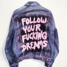 Clothes grunge diy pastel goth 41 Ideas for 2019 Painted Denim Jacket, Painted Jeans, Painted Clothes, Diy Clothes Paint, Customised Denim Jacket, Pink Denim Jacket, Denim Jacket Patches, Jacket Jeans, Pink Jeans
