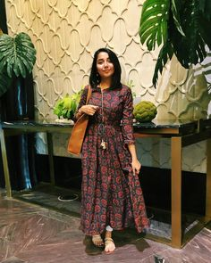 Super how to book design awesome ideas Pakistani Dresses, Indian Dresses, Indian Outfits, Indian Attire, Indian Ethnic Wear, Ethnic Trends, Casual Indian Fashion, Casual Frocks, Indian Designer Suits