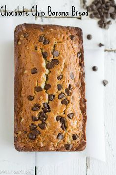 Chocolate Chip Banana Bread-Jazz up your boring banana bread with Chocolate Chips! Just a thought, but I bet this would be delish subbing pumpkin pie pulp for banana pulp? Just Desserts, Delicious Desserts, Dessert Recipes, Yummy Food, Delicious Chocolate, Chocolate Chip Banana Bread, Chocolate Chips, Cake Chocolate, Chocolate Desserts