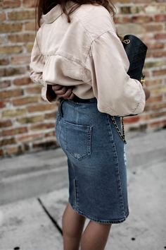 DENIM SKIRT | Fiona from thedashingrider.com wears a Nude Oversized Blouse from Selected, a Calvin Klein Denim Skirt, Loeffler Randall Espadrilles and a Vintage Chanel Bag #ootd #whatiwore #petite #texas
