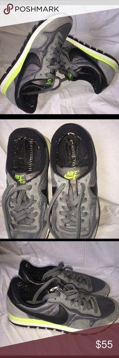 Women's Nike Internationalist size 7,5 Gently used Nike Shoes Sneakers