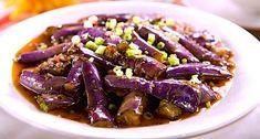 skladniki na 3-4 porcje: 150 g mielonego mięsa wieprzowego ½ łyżeczki soli ½ łyżeczki pieprzu 1 łyżeczka skrobi kukurydzianej 3 cebulki szczypiorku razem ze zielonym, posiekane 2 ząbki czosnku, posiekane 1 łyżka startego świeżego imbiru 4-6 bakłażanów Chińskich lub 3…