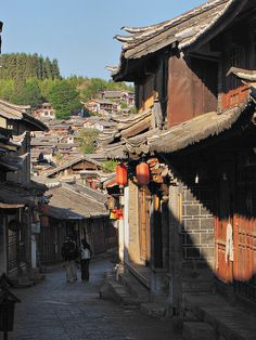 Lijiang Streets - Old Town, Yunnan Province, China.one of my favorites Lijiang, Asian Architecture, Ancient Architecture, Vietnam, Foto Art, China Travel, Travel Memories, Historical Sites, Small Towns