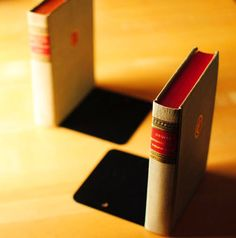 DIY Hidden Bookends! What a simple way to streamline your bookshelf.