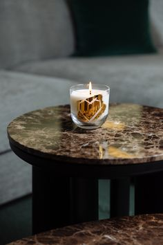 Rückl x Meadows   Handmade crystal candle. Highest quality ingredients in mouthblown iconic glass. Unique collaboration with candle manufacturer Meadows. Designed by Rony Plesl Gold Candles, Crystal Glassware, Christmas Balls, Gold Material, Unique Colors, Collaboration, Crystals, Tableware, Interior
