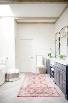 Adding pops of color into your bathroom: Photography: Kacey Gilpin - http://www.kaceygilpin.com/