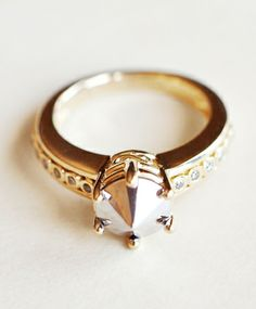Eleonore Gold Ring