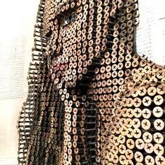 Screw Art Portrait 43 cm x 55 cm aus über 2000 Schrauben, Zeitungsausschnitten, Acrylfarbe. Rahmen aus Schwemmholz, 2017 Screw, Portrait, Tops, Fashion, Objects, Sculptures, Frame, Handmade, Deco