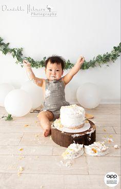 Simple 1st Birthday Party Boy, 1st Birthday Boy Themes, 1st Birthday Photoshoot, Baby Boy 1st Birthday Party, Birthday Cake Smash, Diy Cake Smash, Boy Birthday Pictures, Cake Smash Pictures, Baby Boy Cakes