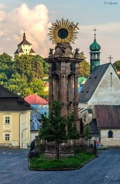 Banská Štiavnica - Slovakia Wonderful Places, Beautiful Places, Bratislava Slovakia, Heart Of Europe, Central Europe, Eastern Europe, Cool Places To Visit, Old World, Castle