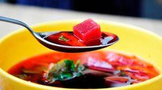 This beetroot borscht is a healthy vegan soup recipe inspired by the traditional Ukranian borscht soup. This beetroot borscht is perfect for any season! Vegetarian Breakfast Recipes, Vegetarian Soup, Vegan Soup, Borscht Recipe, Borscht Soup, Beet Borscht, Beetroot Soup, Apple Cider Vinegar Diet, Soup Recipes