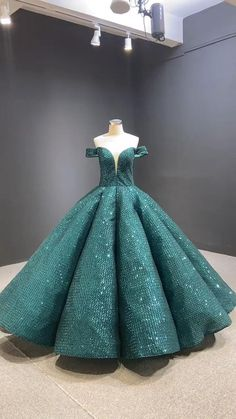 Vintage Ball Gowns, Blue Ball Gowns, Ball Gowns Prom, Ball Dresses, Prom Dresses For Teens, Formal Dresses For Weddings, Quinceanera Dresses, Quinceanera Ideas, Sweet 15 Dresses
