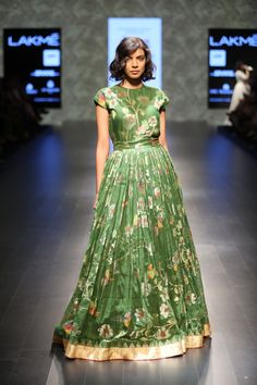 Leaf Green Tree of life khadi jamdani gown Saree Gown, Anarkali Dress, Dress Paterns, Simple Gowns, Frock For Women, Frock Dress, Smart Dress, Ethnic Outfits, Indian Wedding Outfits