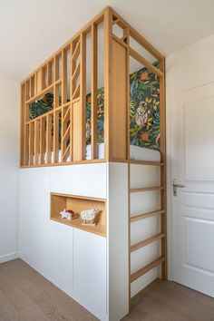 Maison Rennes: a recent personalized house for a family Boys Room Design, Small Loft, Bed Platform, Teen Bedroom, Kidsroom, Custom Homes, Small Spaces, Loft Spaces, Room Decor