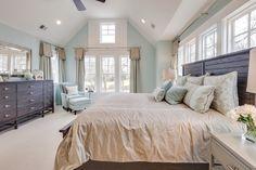 House of Turquoise: 2015 Coastal Virginia Magazine Idea House -- looks like a wonderful sewing and longarm quilting room!