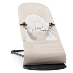 <h3>Bercement amusant et naturel !</h3> <br/> <h4>Description</h4> <p>La douceur du tissu, la rondeur des formes et le maintien du design créent une sensation de nid douillet pour votre bébé dès sa naissance. Le harnais de sécurité, avec son rembourrage très doux, retient confortablement le bébé. Votre bébé va vite apprendre à faire bouger le transat par ses propres mouvements. L'assise en tissu du transat épouse le corps de l'enfant ...