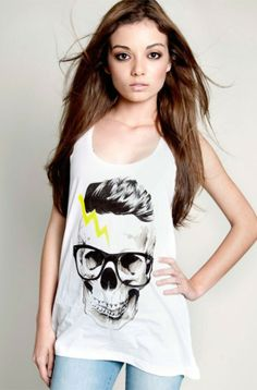 Checkout this amazing product Skullspray: Nuestra calavera más glam. Camiseta serigrafiada con tintas ecológicas libres de tóxicos. 100% algodón europeo con sello de la Fair Wear Foundation y de Confidence in textile. at Shopintoit
