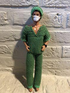Haken Barbie - Naaien Tess Barbie Crochet Gown, Crochet Barbie Patterns, Crochet Barbie Clothes, Crochet Doll Pattern, Barbie Dress, Knitting Patterns Free, Knitting Dolls Clothes, Doll Clothes Patterns, Fashion Dolls