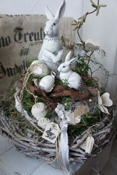 sold to Eva. A wonderful natural table wreath …. On a robust wreath (can also be used later as a natural wreath) is a hay wreath on which … Easter Hoppy Easter, Easter Gift, Easter Crafts, Easter Flower Arrangements, Easter Table Decorations, Deco Floral, Easter Celebration, Easter Wreaths, Spring Crafts