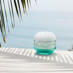 Aquasource Biotherm - hidratante textura gel, muito refrescante, que não pesa e com cheiro aquático. Muito bom!