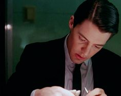 Kyle MacLachlan as Special Agent Dale Cooper in Twin Peaks.