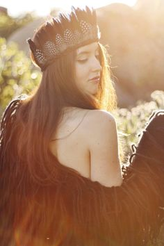 ☾☆☽ Dappled with spots like baby Bambi, this feather crown is the perfect festival accessory. Complete with small guinea hen and goose