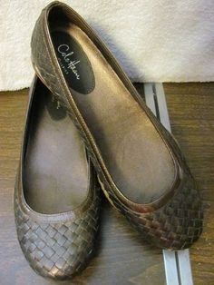This hot little number By Cole Haan will satisfy your every style craving    This shoe hits all the style notes    COLE HAAN    WOMENS BALLET STYLE SHOES    SIZE 9M    MINT CONDITION    FOR PREOWNED    BROWN/COPPER    BASKETWEAVE PATTERN    NIKE AIR CUSHIONED SOLES    LIGHTLY PADDED INSOLES    SUPER CUTE    WONDERFUL ADDITION    TO YOUR WARDROBE