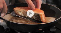 Comment griller un pavé de saumon pour une belle coloration ? (Vidéo) - Gourmand