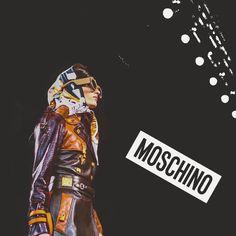 Today women's show @moschino 💃🏻 #milanfashionweek #Moschino @moschino #rataporter #fashionshow2017 #moda #fashion #love #location #milan #city #yesterday #ilovemoda #ilovemoda #socialnetwork #pinterest #instagram #tumblr #twitter #followme #followers #like #follow4likes #like4like #fashionblog #mypageispublic #followme