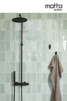 Bekijk meer varianten en stel je eigen badkamerconfiguratie samen op de webiste. Bekijk Motto by Mosa in het echt in de showroom, bij jou in de buurt! Bathroom Trends, Bathroom Wall Decor, Bathroom Interior Design, Bathroom Colors, Colorful Bathroom, Dyi Bathroom, Bathroom Designs, Very Small Bathroom, Master Bathroom