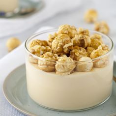 Witte chocolademousse met Licor 43 Orochata en gezouten caramel popcorn, het is een hele mondvol, maar over het resultaat volstaat 1 woord: lekkerrrrr!