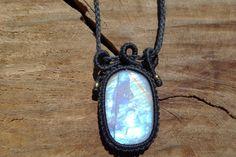 rainbow moostone pendant,macrame stone pendant,macrame jewelry,macrame necklace,healing gemstone,blue flash moonstone,cabochon pendant, by ARTEAMANOetsy on Etsy