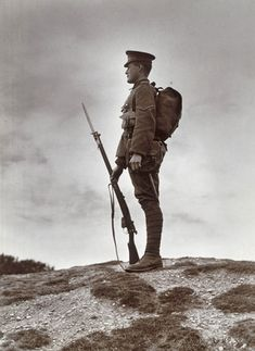 British soldier with fixed bayonet, First World War, (Photo by SSPL/Getty Images) -> I think the thing about the 'rogue knitters' is hysterical! Military Art, Military History, Military Soldier, Military Camouflage, World War One, First World, Foto Portrait, British Soldier, British Army Uniform