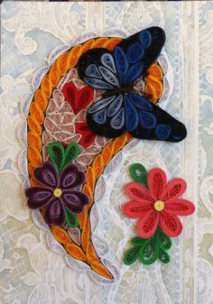 Quilling Butterfly And Flowers Quilling Butterfly, Arte Quilling, Paper Quilling Patterns, Origami And Quilling, Quilled Paper Art, Quilling Paper Craft, Quilling Flowers, Quilling Designs, Butterfly Flowers