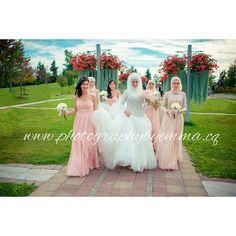 The bride with her bridesmaids   #photographybyemma #photography #nofilter #photographer #ottawa #weddinghightlights #weddingphotography #weddingday #bride #ido #iloveyou #dayofwedding #detail #bridesmaiddress #bridesmaid #gown #whitedress #pink by photosbyemmah