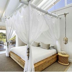 Love the #beachstyle From @thegrovebyronbay #fourposterbed  #bedroom #bed #inspointer #whitehome #coolhomes #coolinterior #interiordecoration #interiordesignideas #beautifulhome #details by frupoverudhansen.no presented by SuperiorCustomLinens.com