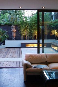 interesante el uso de la iluminación en el jardín