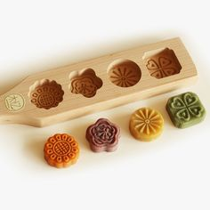 2016 New high quality handmade 2 holes wood pasta / pastry / pumpkin pie/moon cake mold-flower pattern
