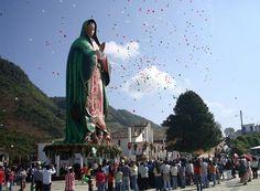 """Virgen de Guadalupe gigante en el cerro """"El Tabacal""""en Xicotepec de Juárez, Puebla."""