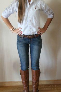 botas , blusa y jeans un clasico