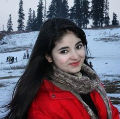 Zaira Wasim, who made an impressive debut in Aamir Khan's blockbuster movie 'Dangal,' was rescued from an accident in Srinagar. Child Actresses, Child Actors, Young Celebrities, Celebs, Dangal Movie, Zaira Wasim, Dehati Girl Photo, Korean Beauty Girls, Asian Beauty
