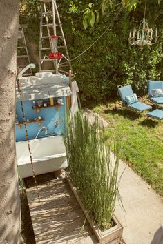 Erin & Nathan's Collaboratively Creative Bungalow & Backyard