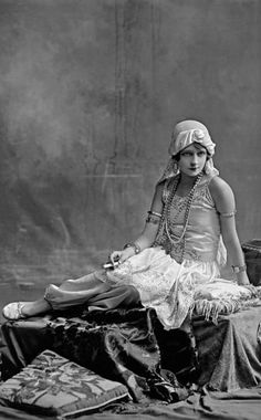 Miss Florence Rivero - Vargas Brothers, 1925