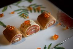 Crepe Rolls Filled with Smoked Salmon and Caviar. Crepe Recipes, New Recipes, Strawberry Sauce, Smoked Salmon, Crepes, Caviar, Sausage, 1 Milk, Rolls