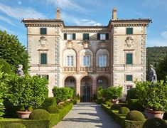 The Villa Cetinale is a 17th century villa in Siena, Italy, or what we like to…