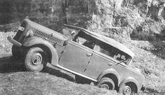 Škoda 903. Třínápravový vojenský automobil s pohonem obou zadních náprav (6 x 4). Zážehový čtyřdobý a kapalinou chlazený řadový motor se čtyřstupňovou převodovkou a dvoustupňovou redukcí se nacházel za přední nápravou, Vintage Cars, Antique Cars, Car Car, Czech Republic, Old Cars, Military Vehicles, Ww2, Motorcycles, Wheels