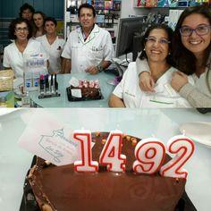 Porque el 1492 es un número estupendo y lo celebramos con Farmacia García de Armas Jackets, Weapons Guns, Pharmacy, Down Jackets, Jacket